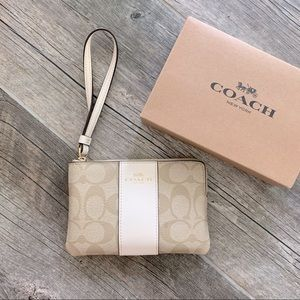 Corner Zip Coach Wallet in Light Khaki/Chalk